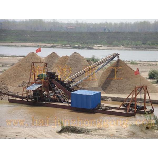挖沙船工作现场